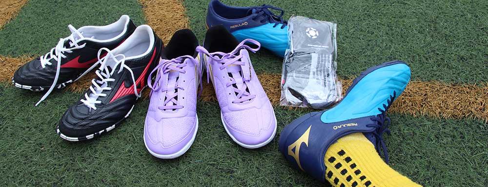 chọn giày bóng đá cho tiền vệ