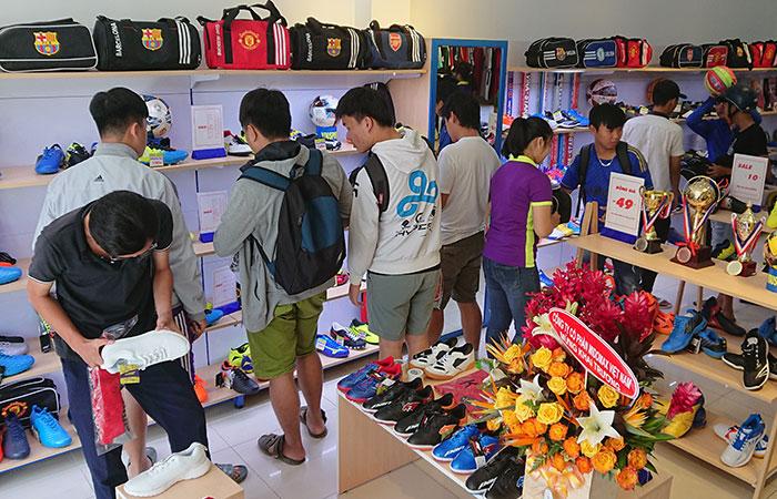 địa điểm mua giày bóng đá uy tín ở TP HCM