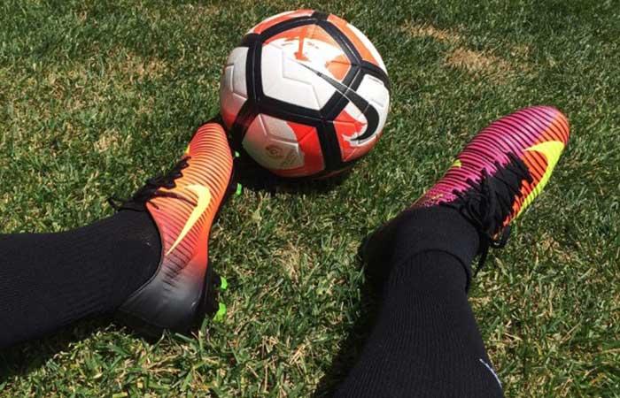 giày đá bóng cao cổ