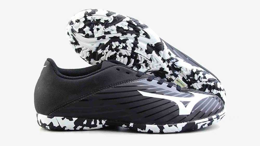 tư vấn chọn giày đá bóng theo form chân