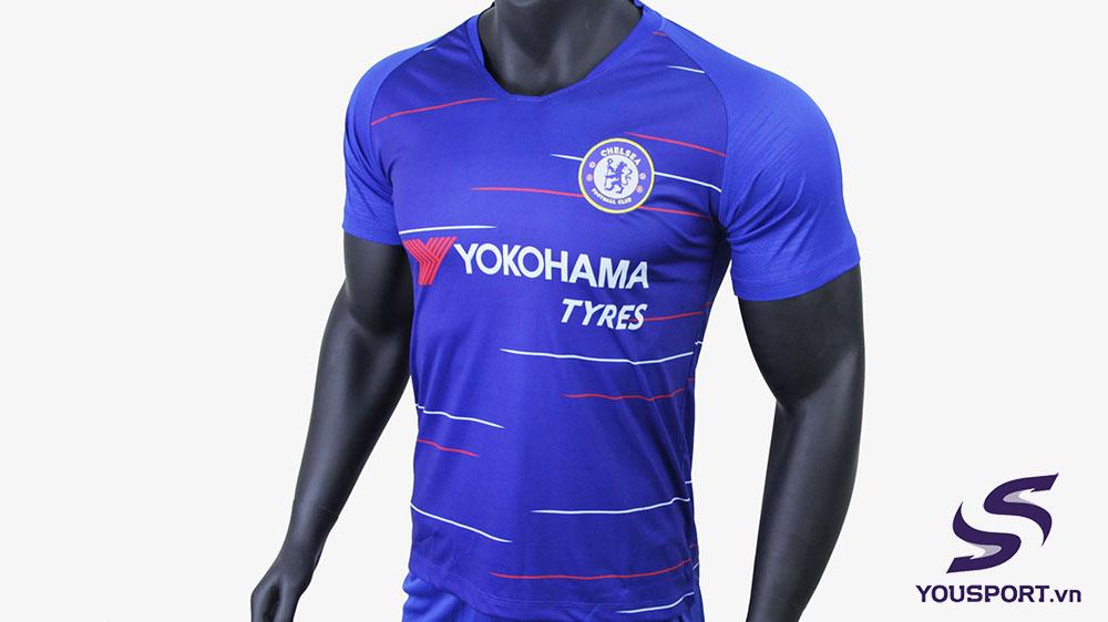 áo bóng đá màu xanh dương sân nhà của chelsea